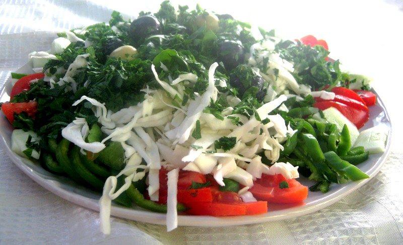 plato de ensalada repollo