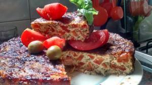 Tortilla vegetariana de tomates al horno