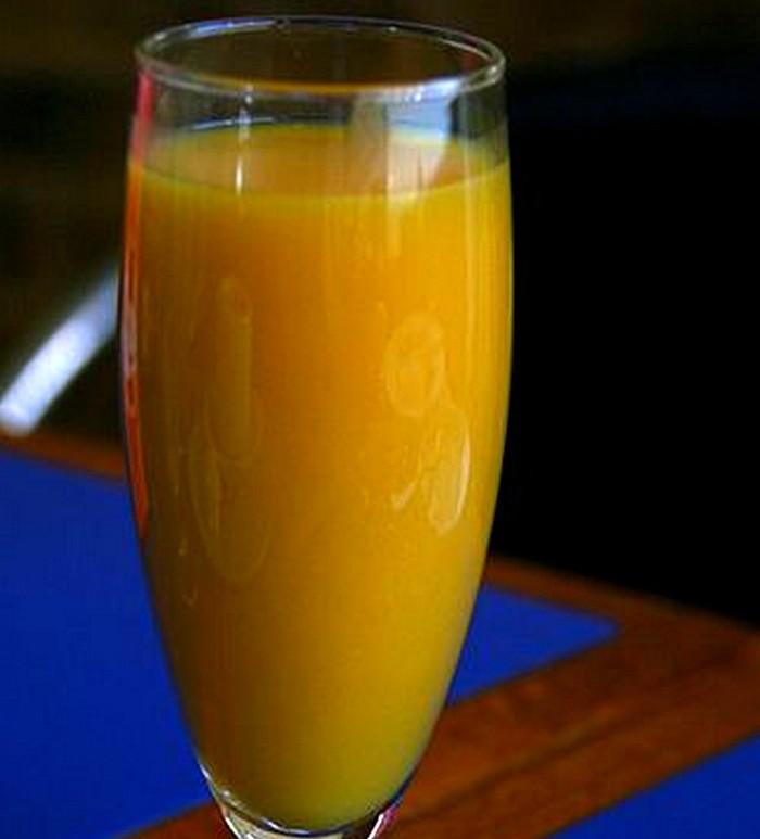 una copa refrescos naranja