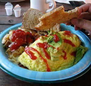 Omelette de berenjena y tomates