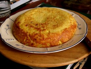 Tortilla de berenjena y tomates