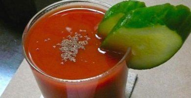 vaso jugo de tomate