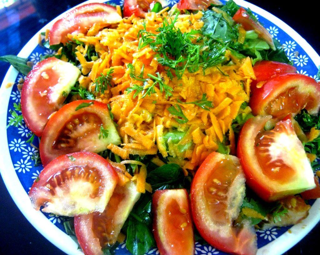 Ensalada De Lechuga Albahaca Castanas Zanahorias Recetas Saludables Después pelamos las zanahorias y las rayamos. ensalada de lechuga albahaca castanas