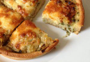 Tarta de vegetales con masa de queso