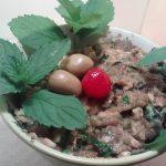 falso caviar de berenjenas, es un puré de berenjena que se prepara con albahaca, perejil, ajo, aceite, nueces, apio