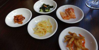 platos con encurtidos