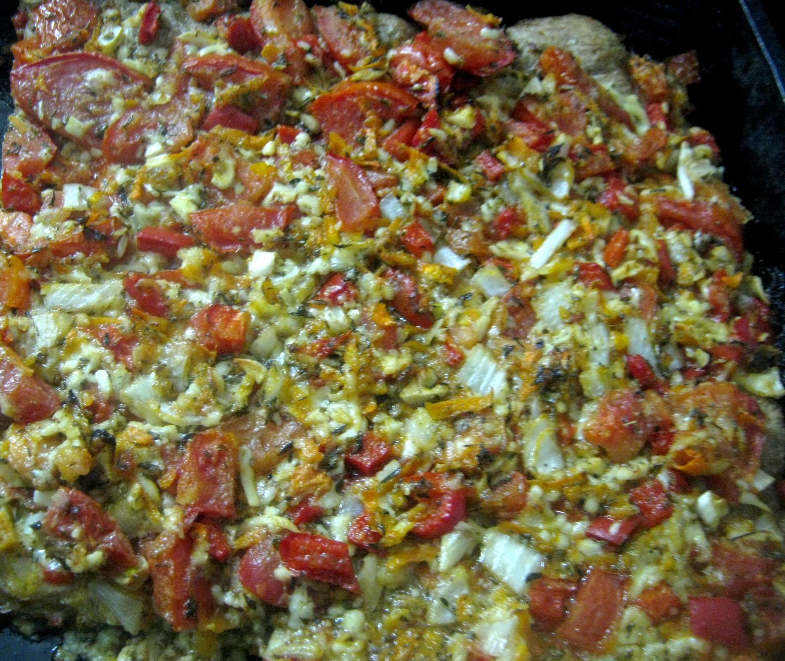 Deliciosa pizza de papas con salsa