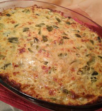 tarta vegetales puesto en el molde