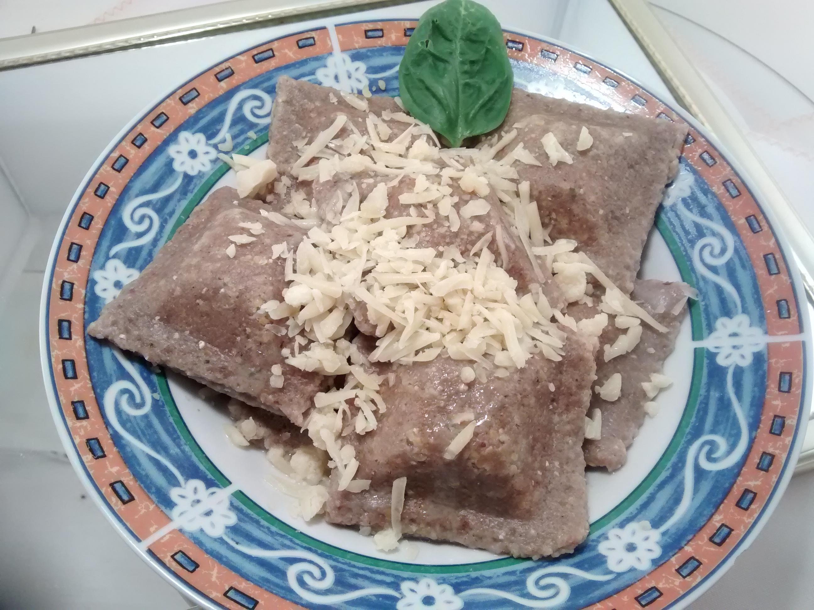 plato de raviolones de ricota y papa