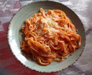 Tallarines con salsa pomarola