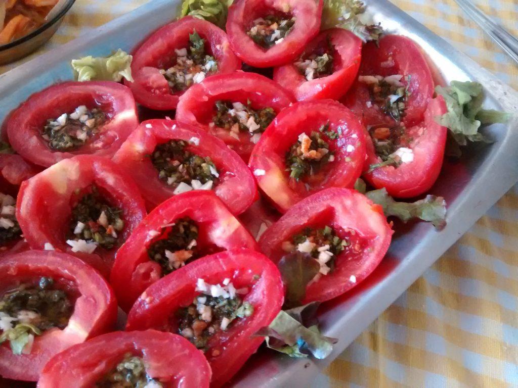 plato de tomates adobados