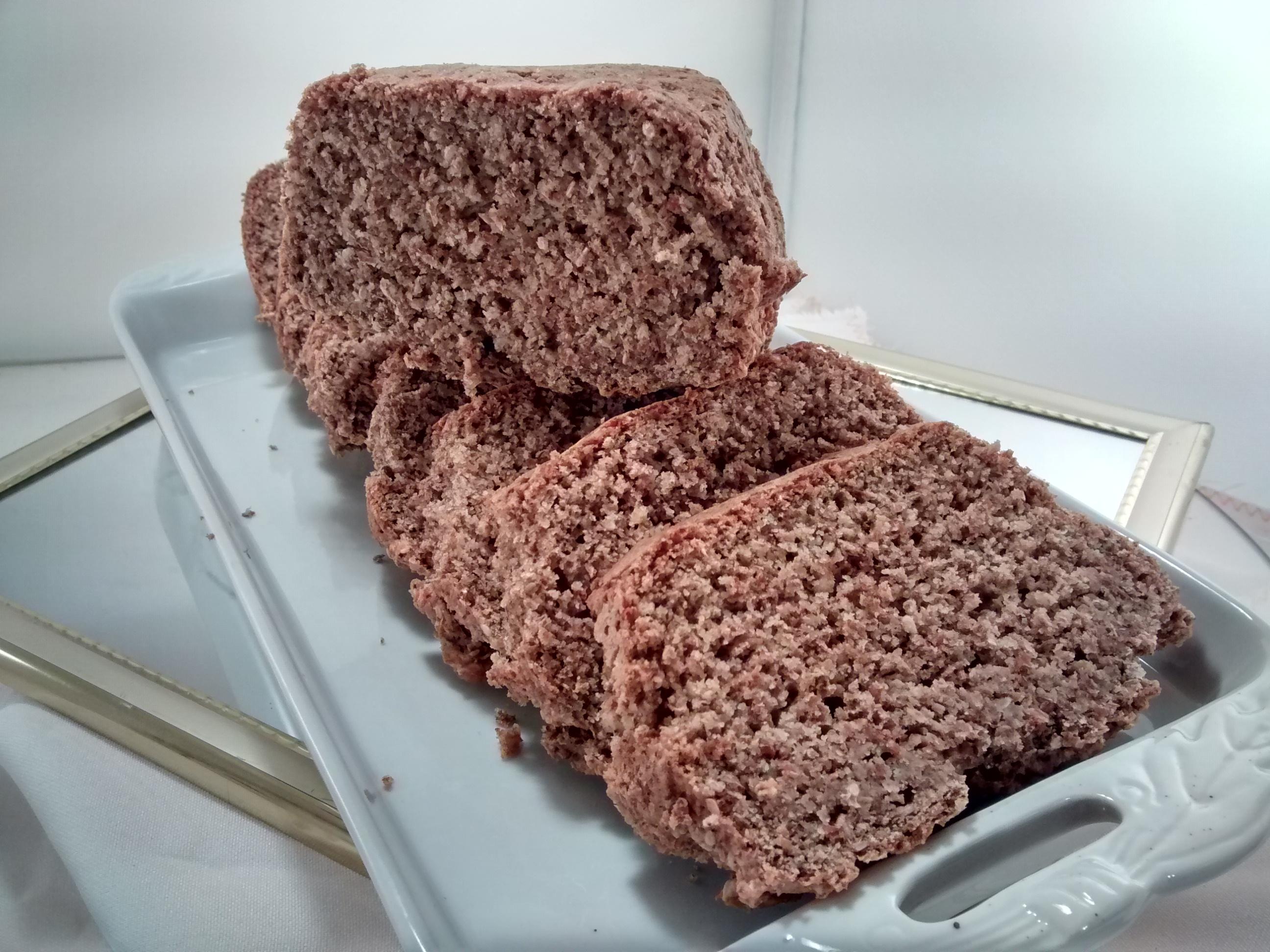 una bandeja de rodajas de pan integral