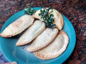 plato empanadas caprese