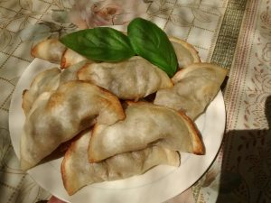 empanadas rellenas con ensalada rusa