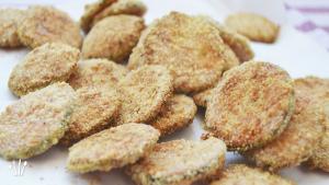 Chips de calabacín y parmesano al horno