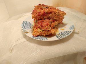 plato trozo de lasañas